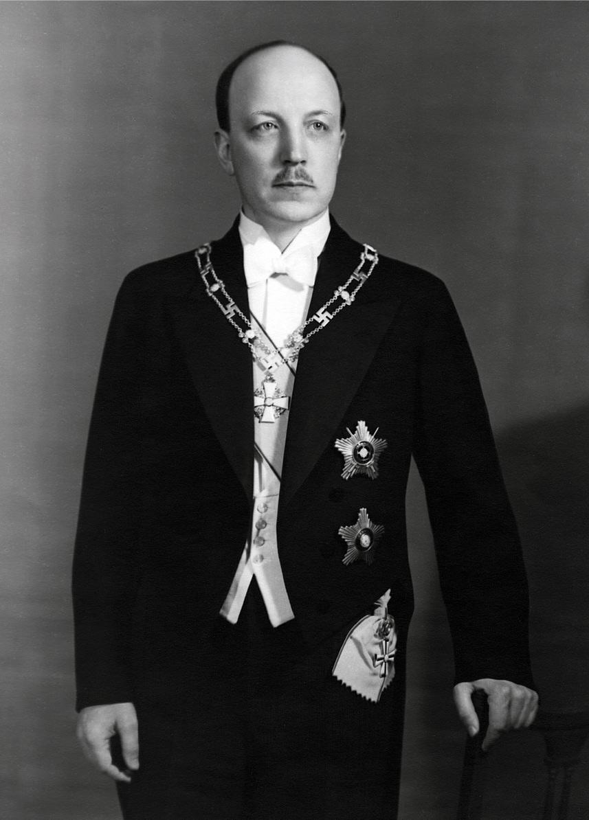 Republikens president Risto Ryti, instiftare av Finlands Lejons orden.